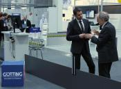 Der niedersächsische Wirtschaftsminister Olaf Lies im Gespräch mit Herrn H.-H. Götting