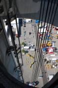 Blick auf Stand H18 durch den Fahrstuhlschacht des Hermesturms